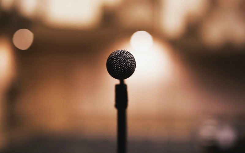 Be A More Confident Public Speaker By Incorporating A Story Into Your Presentation