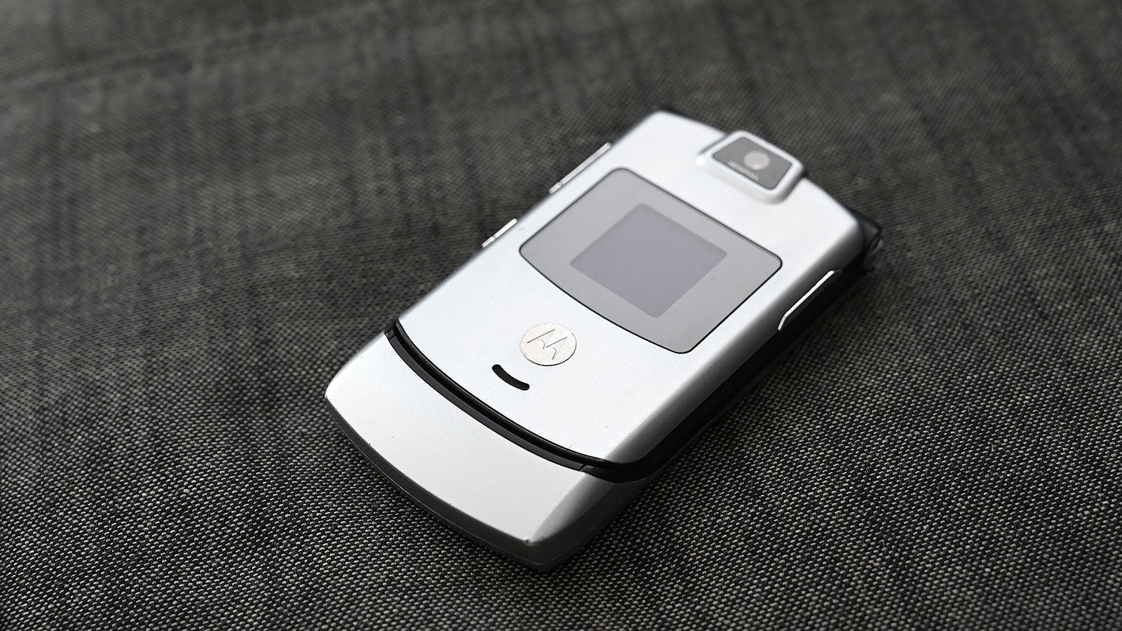 Motorola Reviving The Razr As A $2000 Bendy Phone Is A Bad Idea, But I'm Curious As Hell
