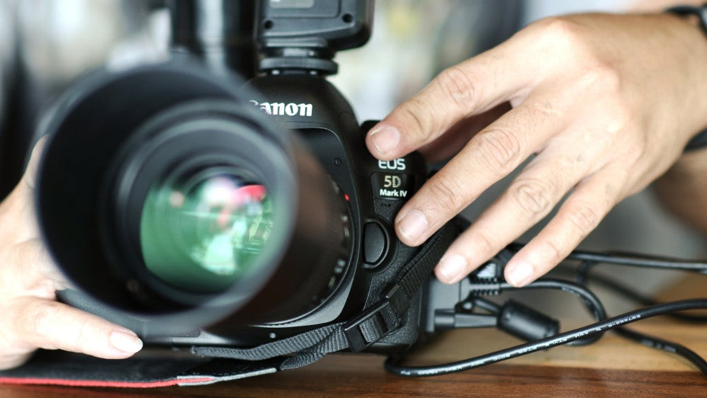 Turn Your Canon DSLR Into A Webcam With This Free App