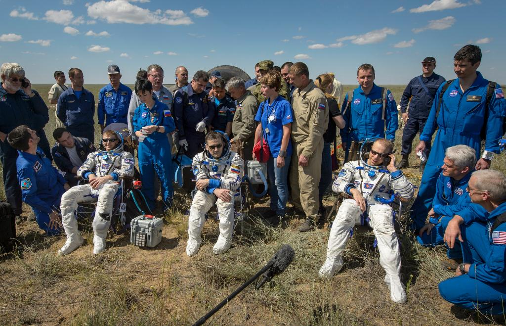 Astronauts Land Back On Earth After 186 Days In Space