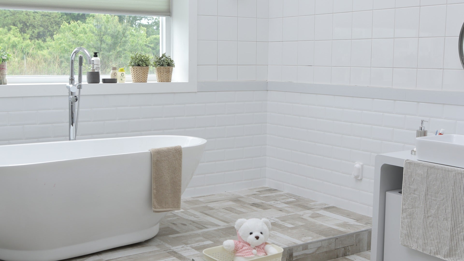 If You Only Have Time To Clean One Room Before Guests Arrive, Make It The Bathroom