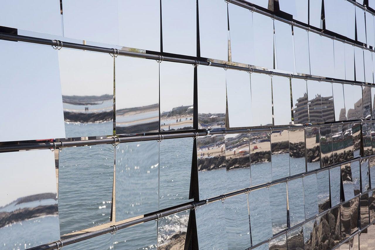 This Reflective Facade Turns The Horizon Into a Gigantic Kaleidoscope
