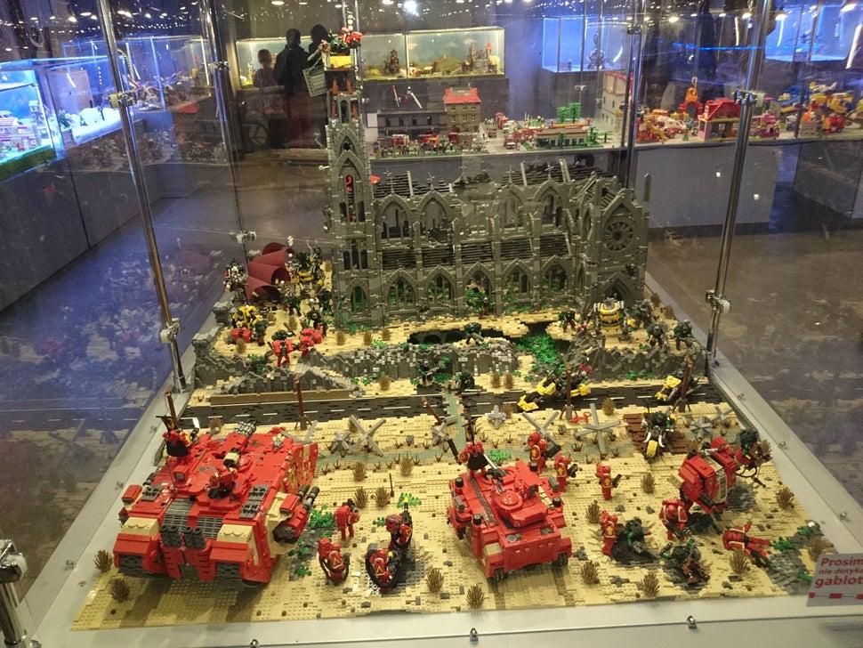 LEGO Warhammer 40k Battlefield Is A Work Of Art