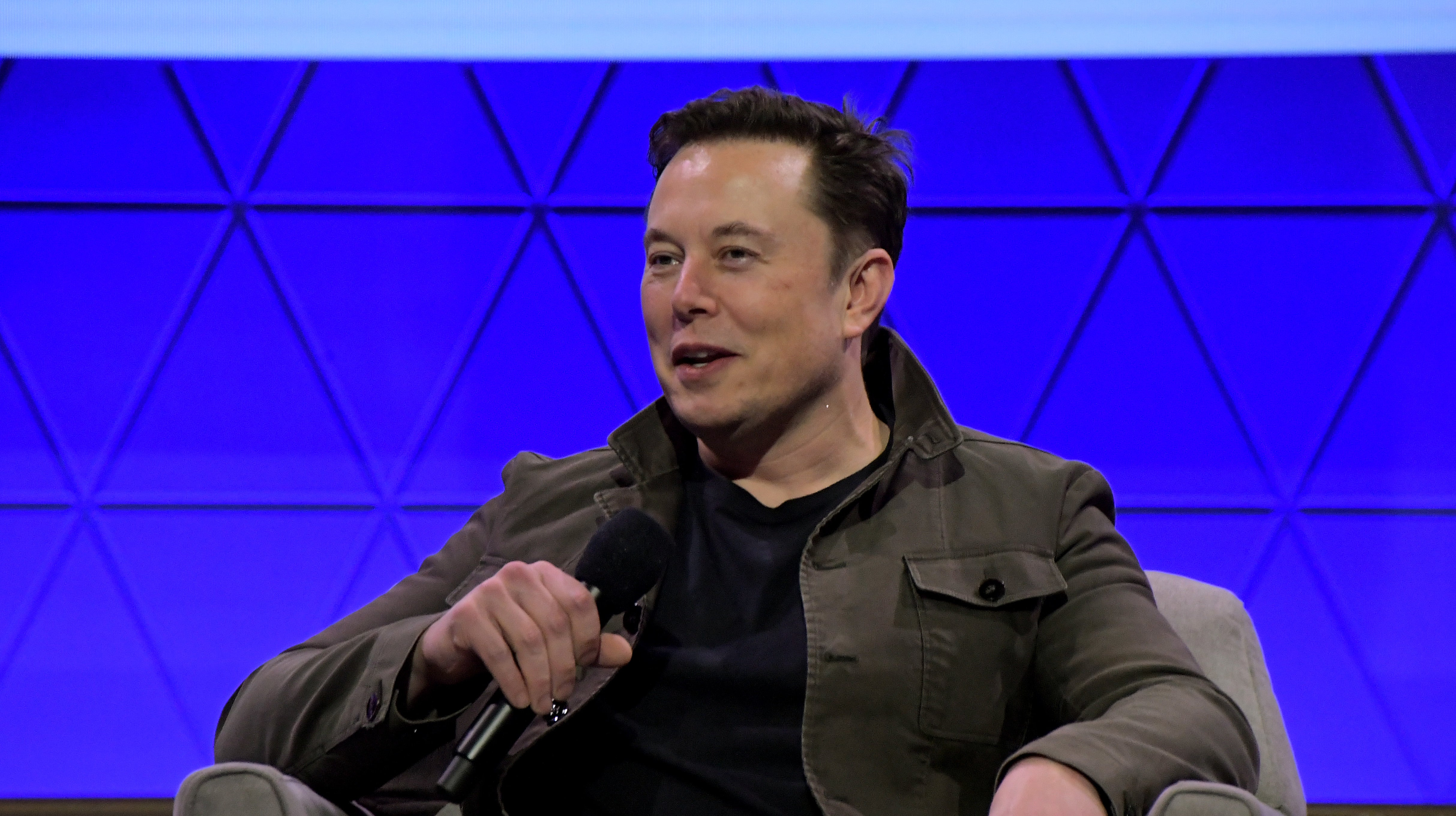 We Might Finally Find Out What Elon Musk's Neuralink Has Been Up To