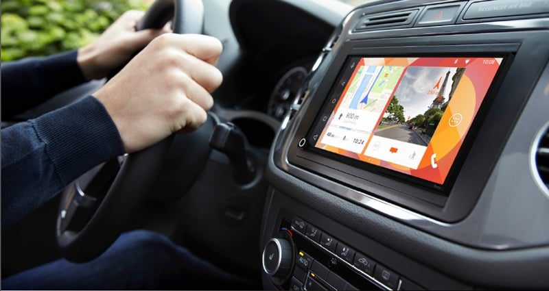 Parrot's New In-Dash System Lets Your Car Love Android and Apple Alike