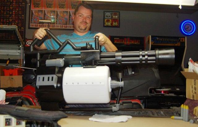 Motorised Team Fortress Minigun Replica Is Every Cosplayer's Dream