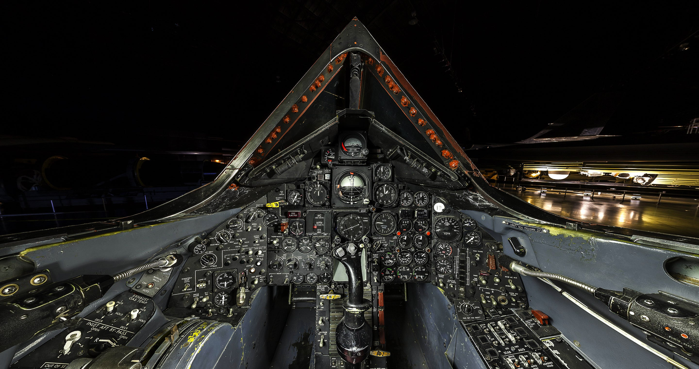 Amazing ultra-high definition photo of the SR-71 Blackbird cockpit