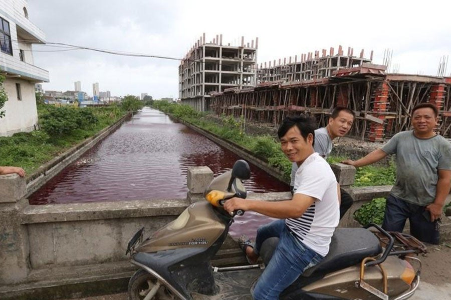 River in China mysteriously turns blood-red overnight