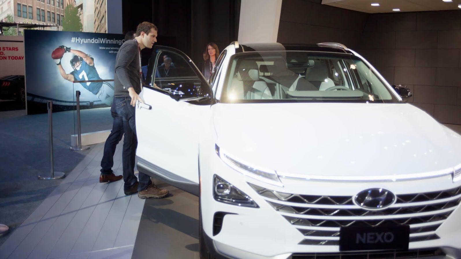 Coronavirus Pushes New York Auto Show Back To August