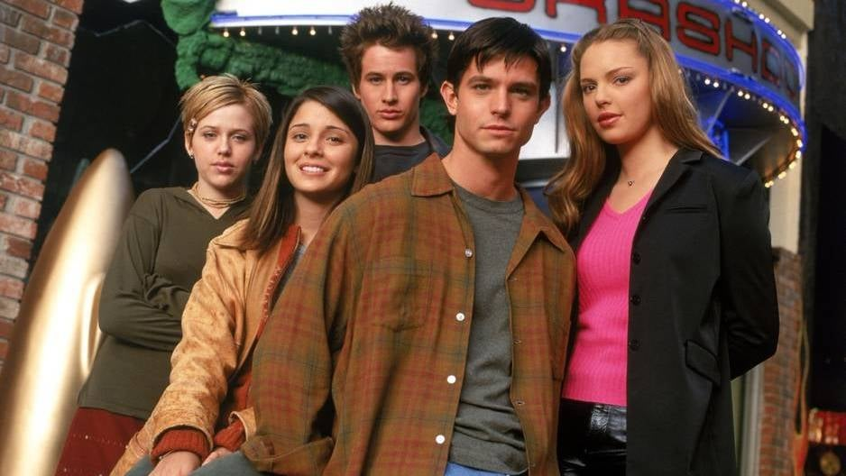 'Roswell' series in talks for reboot with CW network