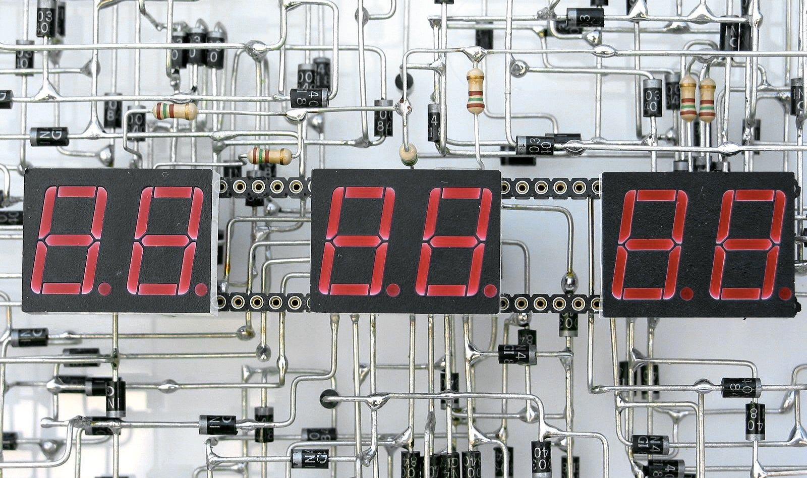 Some Very Patient Genius Soldered a Digital Clock From 1,916 Components