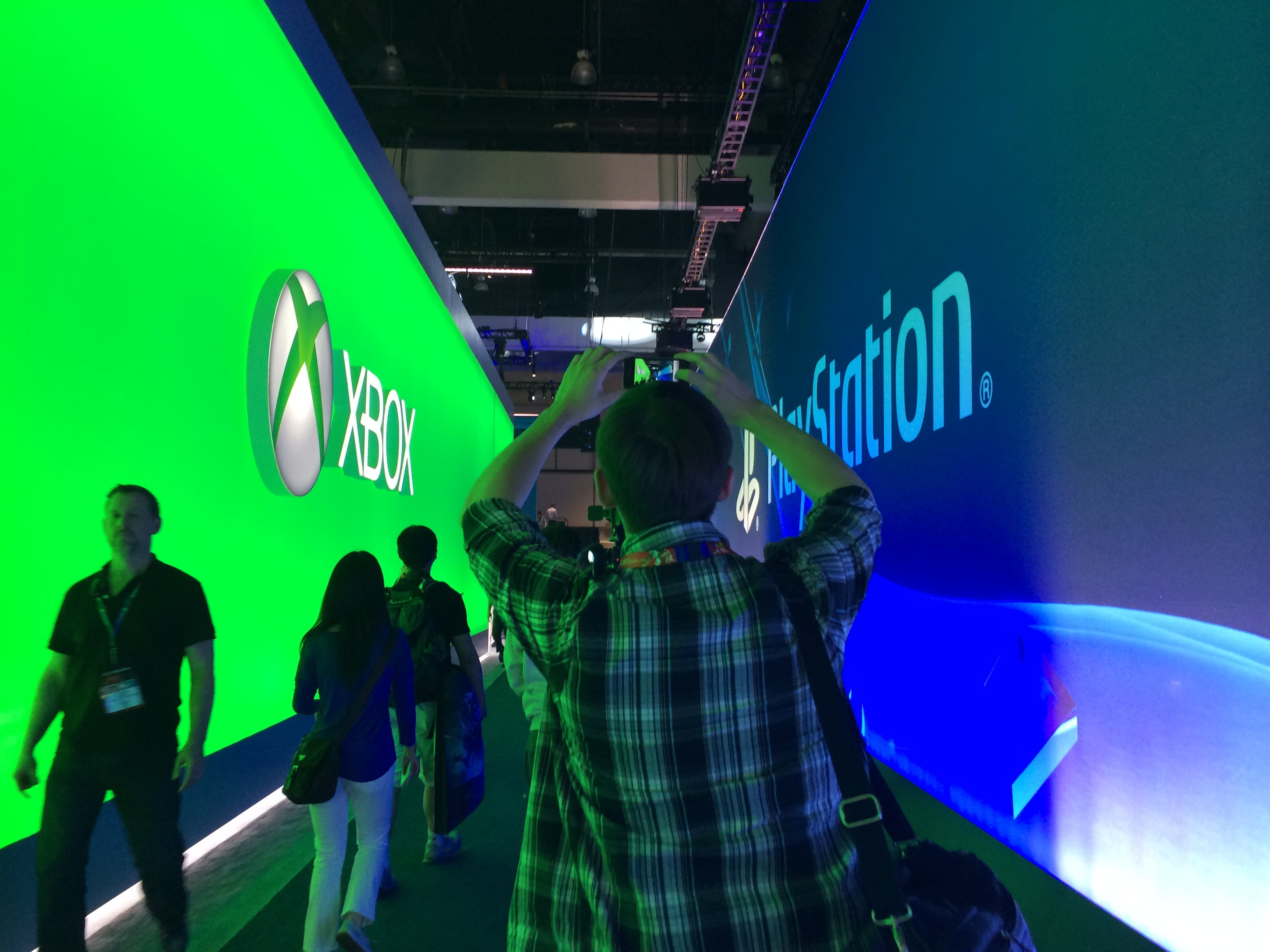 Pictures of People Taking Pictures of Things At E3 2014