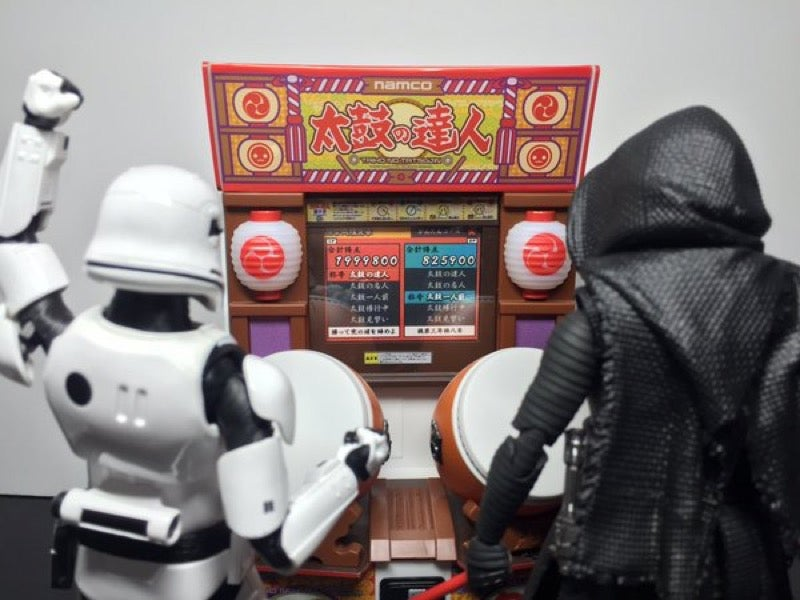 Kylo Ren Hates Losing at Arcade Games