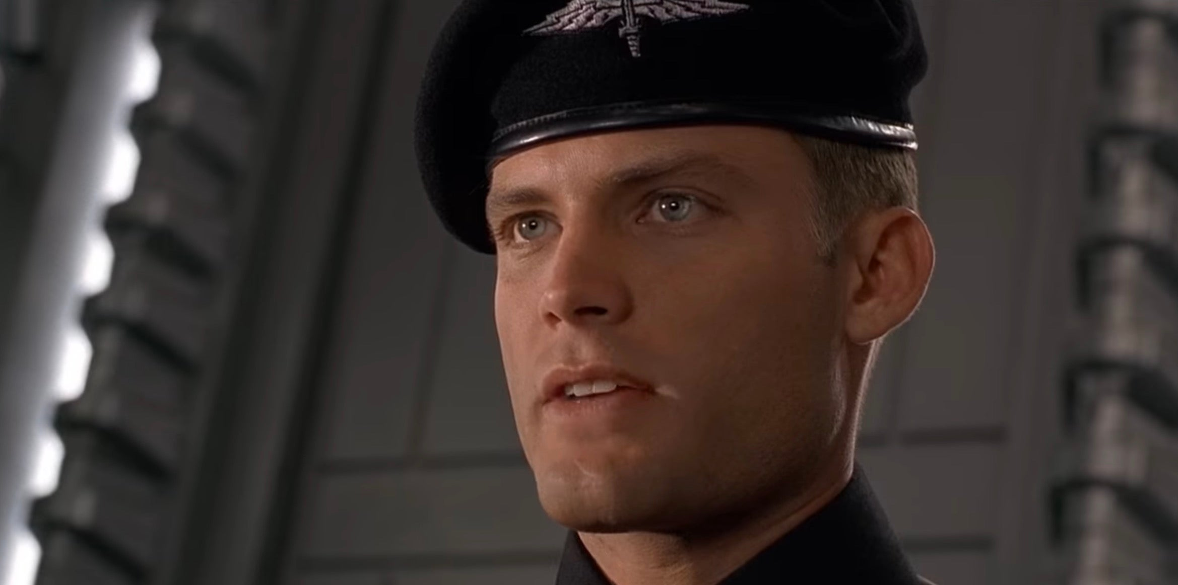 If Starship Troopers Was Serious, Its Trailer Would Look Like This