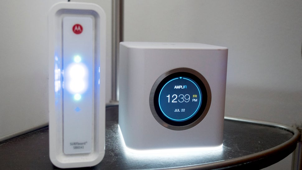 This Tiny Router Will Kill All Your Wi-Fi Deadspots
