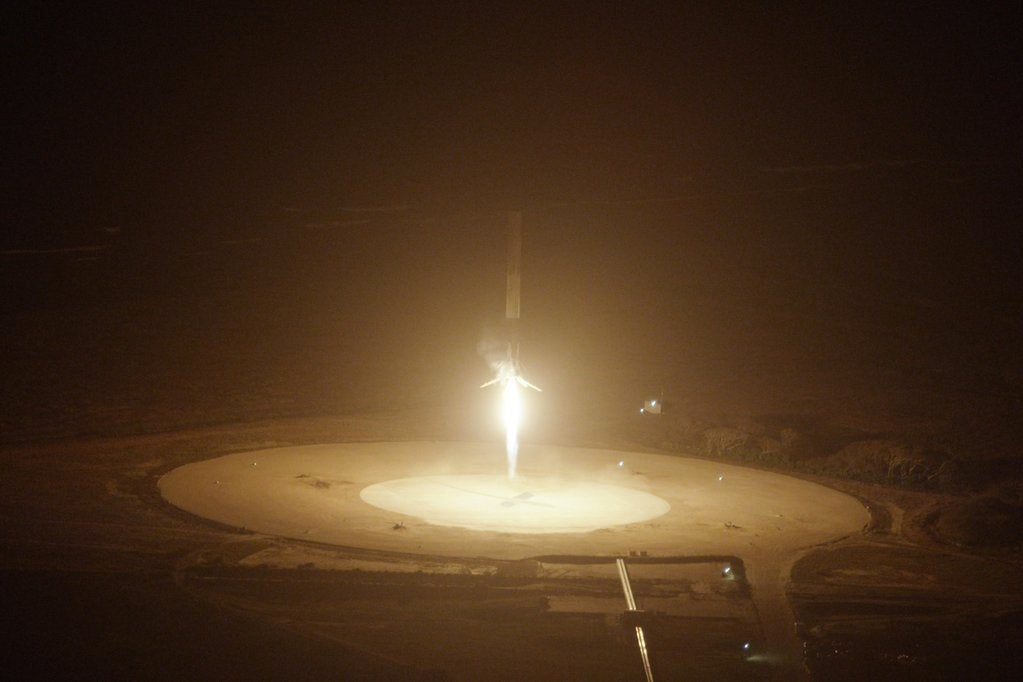 These Are the Most Bad-Arse Photos from the SpaceX Rocket Landing