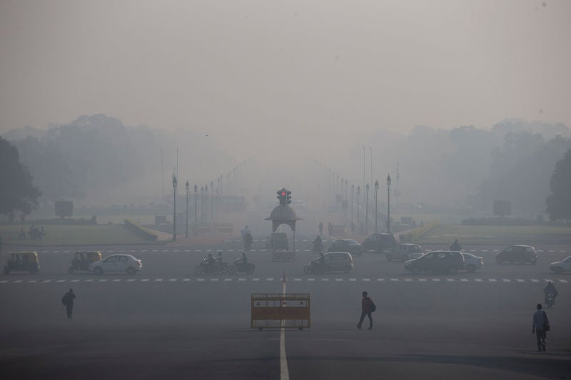 Delhi's Car Ban Experiment Didn't Improve Air Quality That Much, But it Should Still Be Permanent