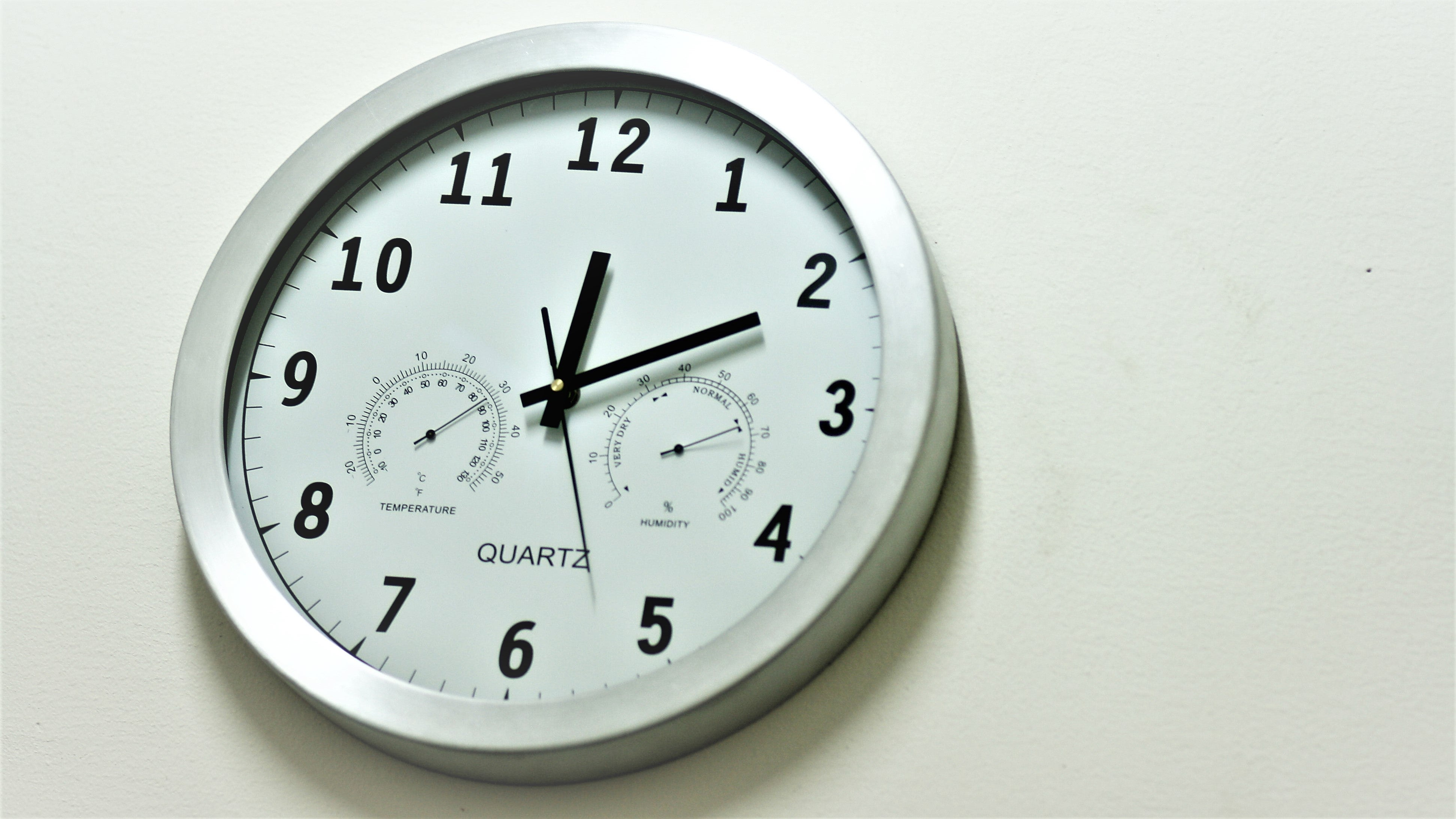 Why Time Seems To Stop When You Look At The Clock