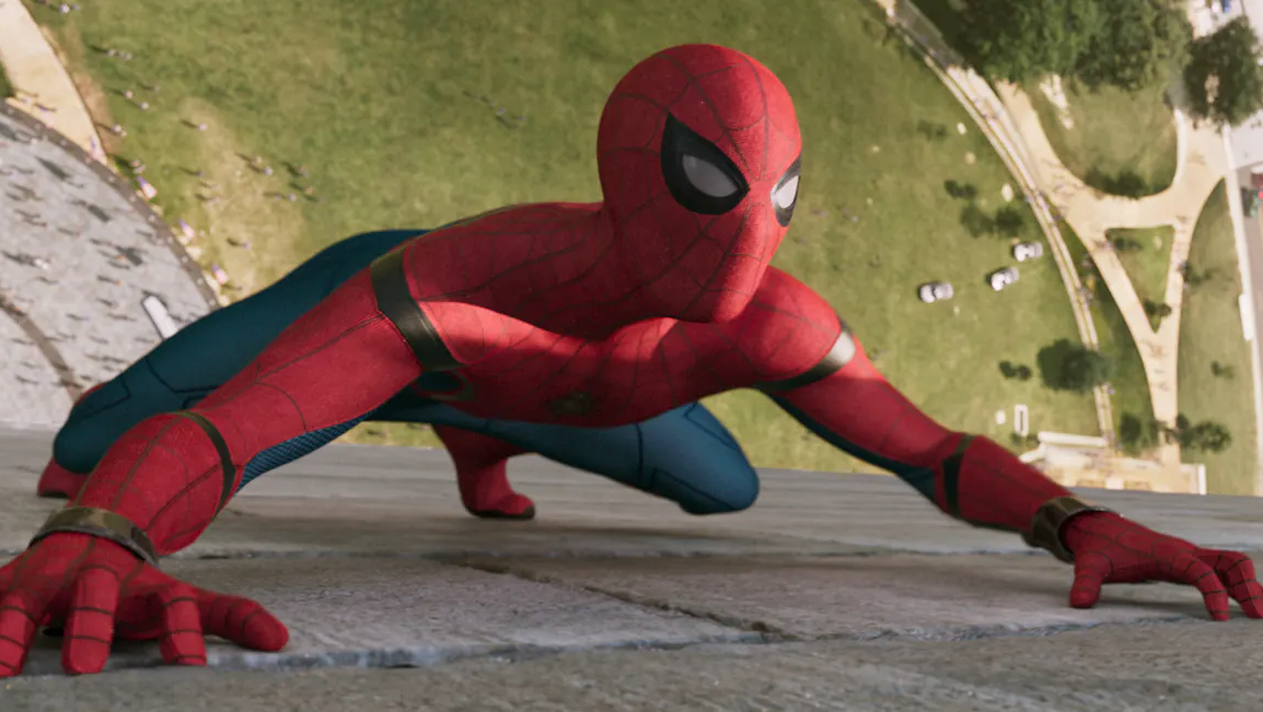 Spider-Man's Homecoming Outfit Looks Really Cool When It's Falling Apart