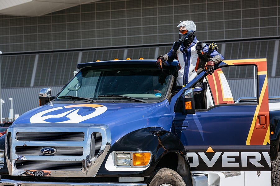 Overwatch Ford S650 Supertruck Hits A Car At PAX East