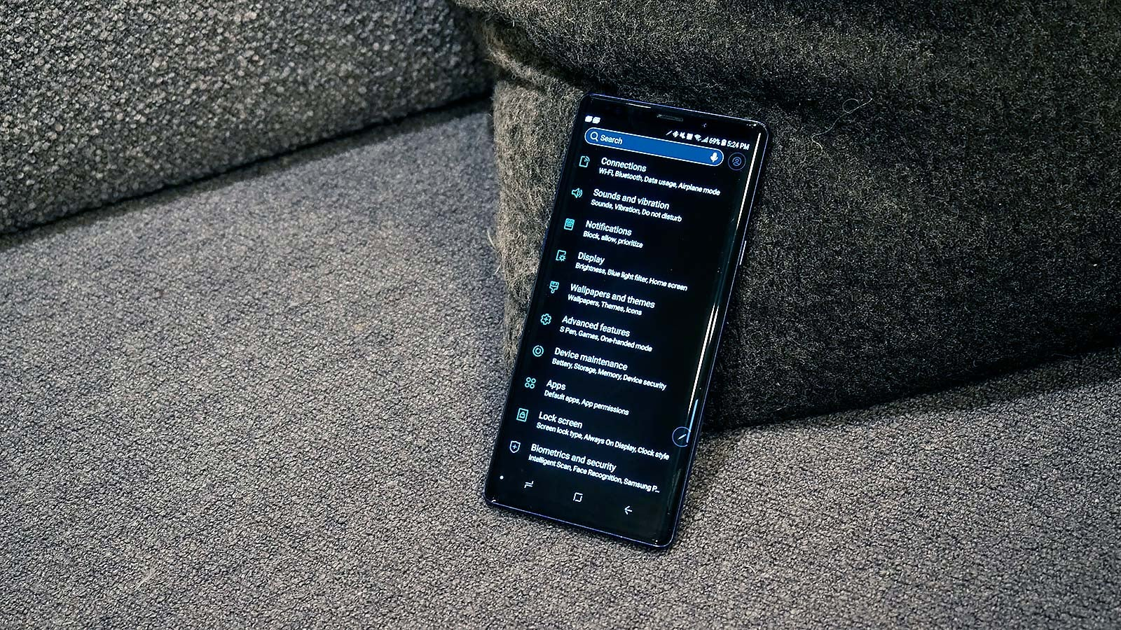 2019 Could Be The Year Your Phone Finally Gets A Real Dark Mode