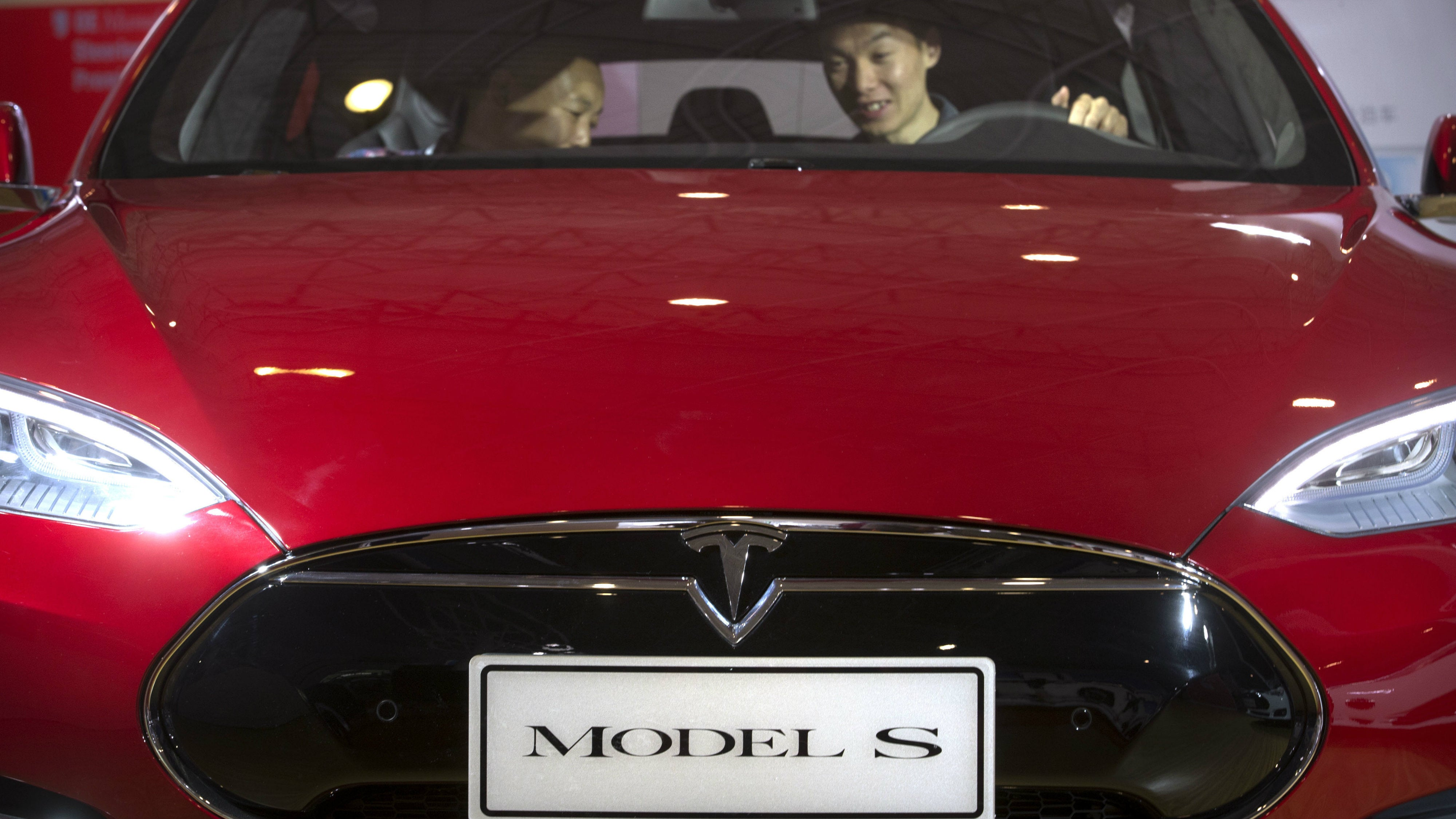 Researchers Hack A Tesla From 19 Kilometres Away