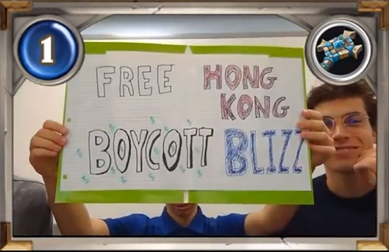 College Hearthstone Players Hold Up 'Free Hong Kong, Boycott Blizzard' Sign On Stream
