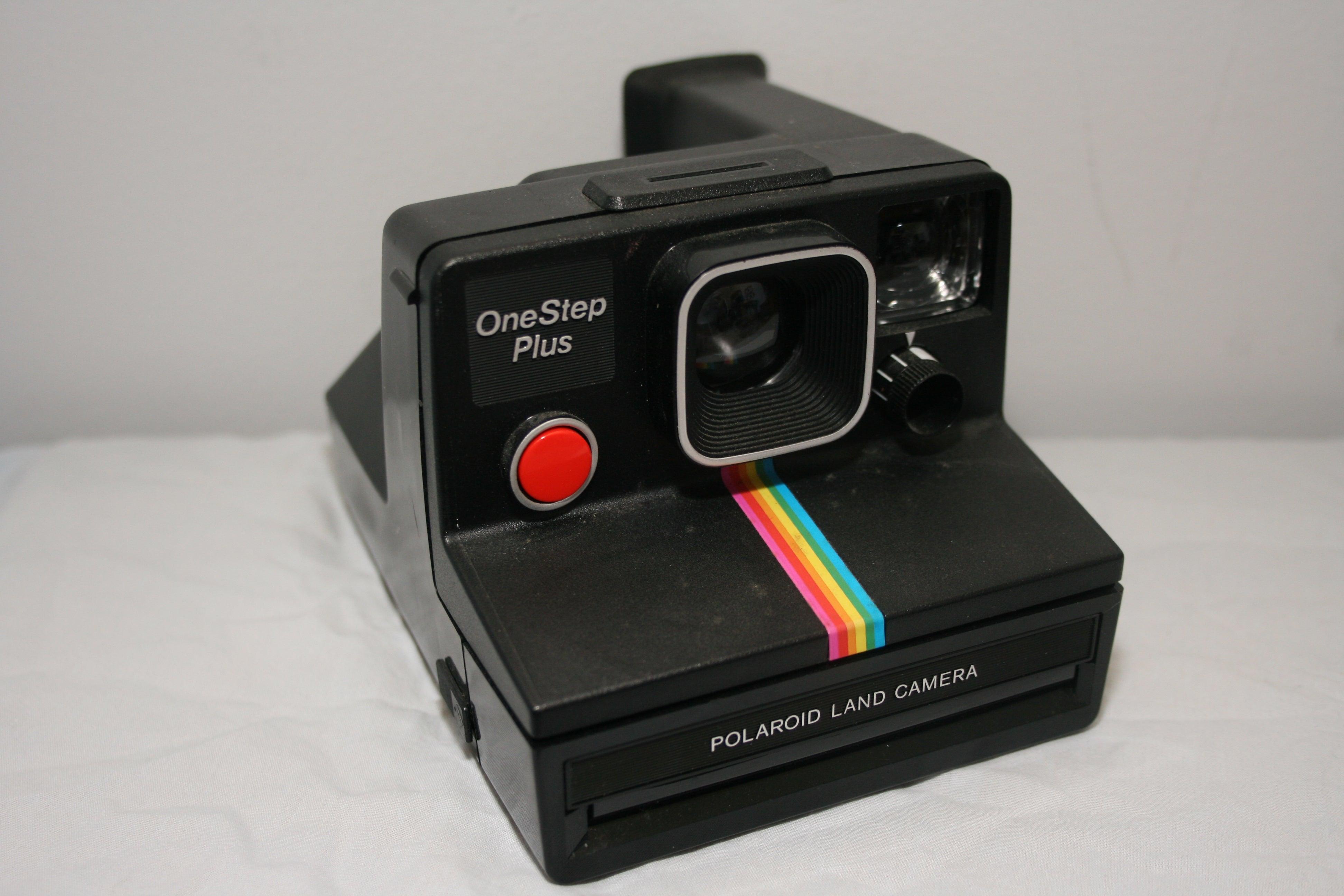 Polaroid Camera Urban Outfitters Uk : Polaroid onestep instant camera the gizmodo review gizmodo