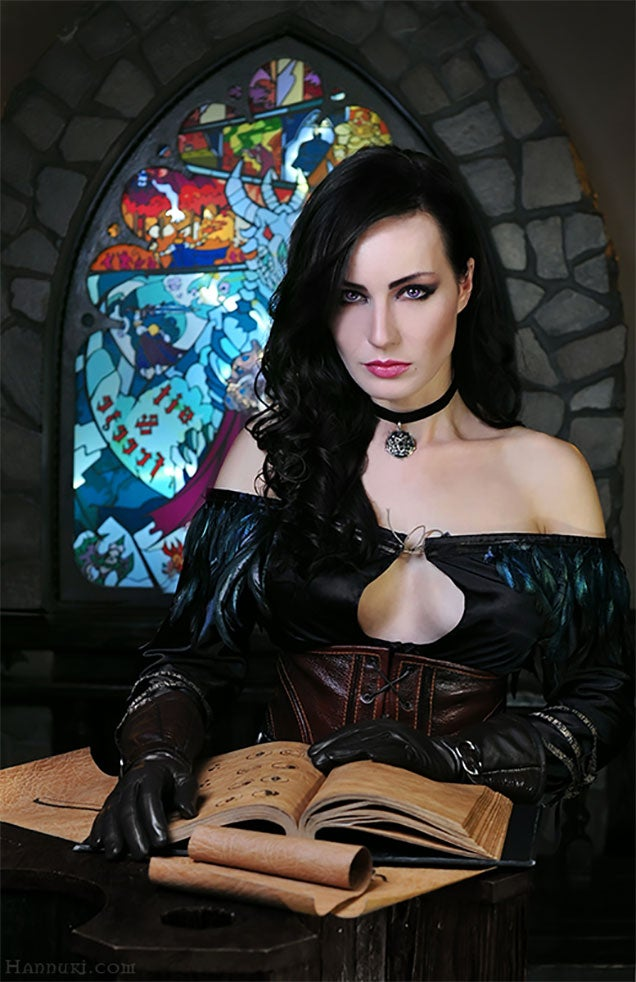 Cosplay Brings The Witcher 3's Yennefer To Life