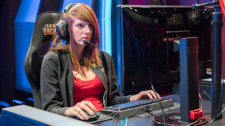 Remilia, The First Woman To Compete In The League Of Legends Championship Series, Dies At 23