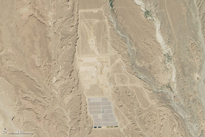Watch a Massive Solar Power Plant Take Shape in the Sahara Desert