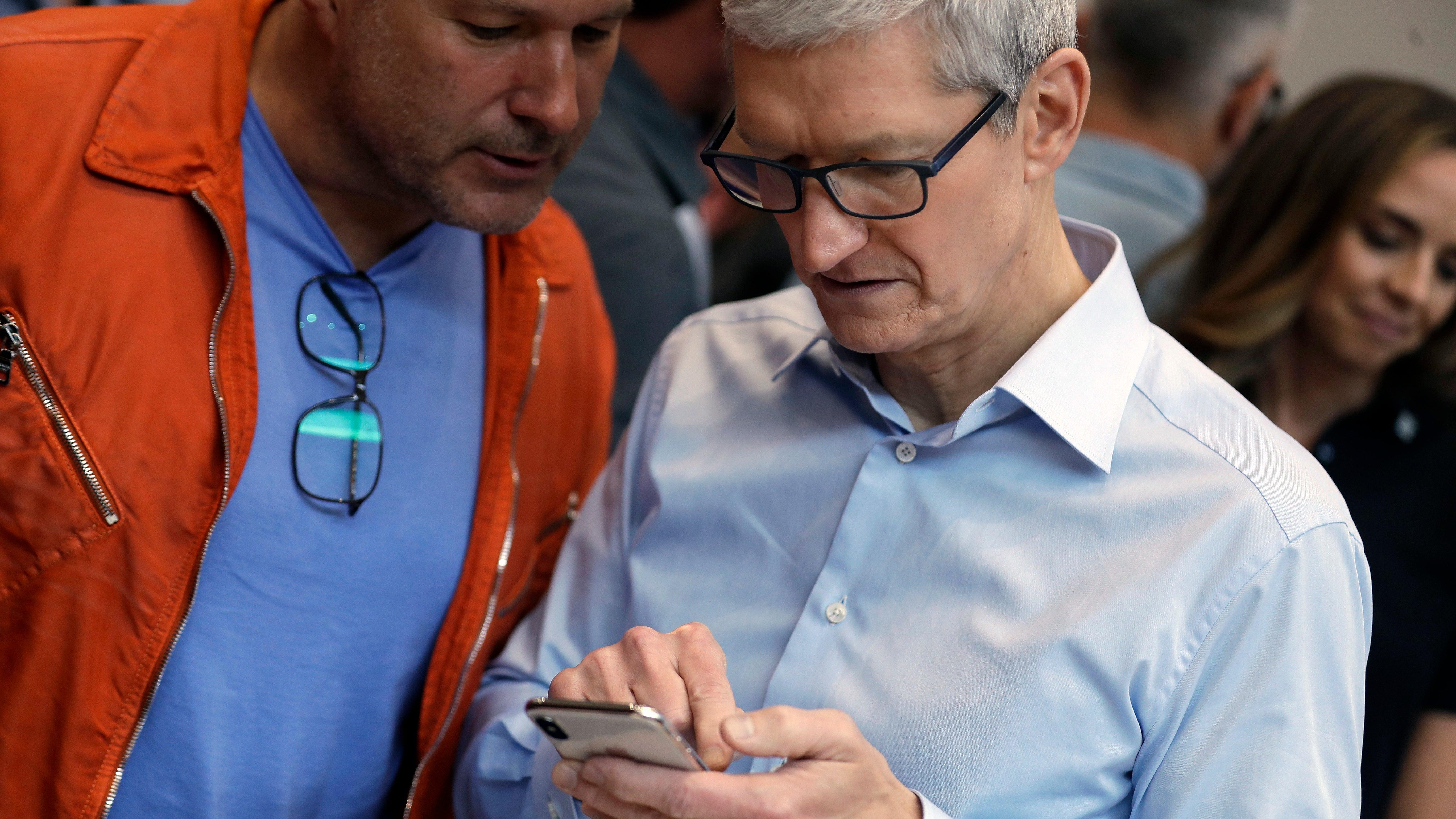Apple Is Sending Out Push Notifications Bothering People To Watch Carpool Karaoke
