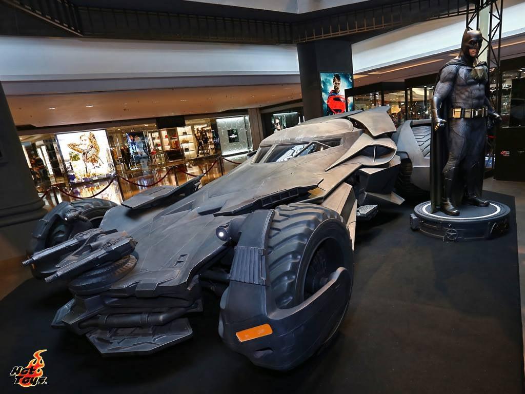 Toy Company Builds Life-Size Wonder Woman, Batmobile