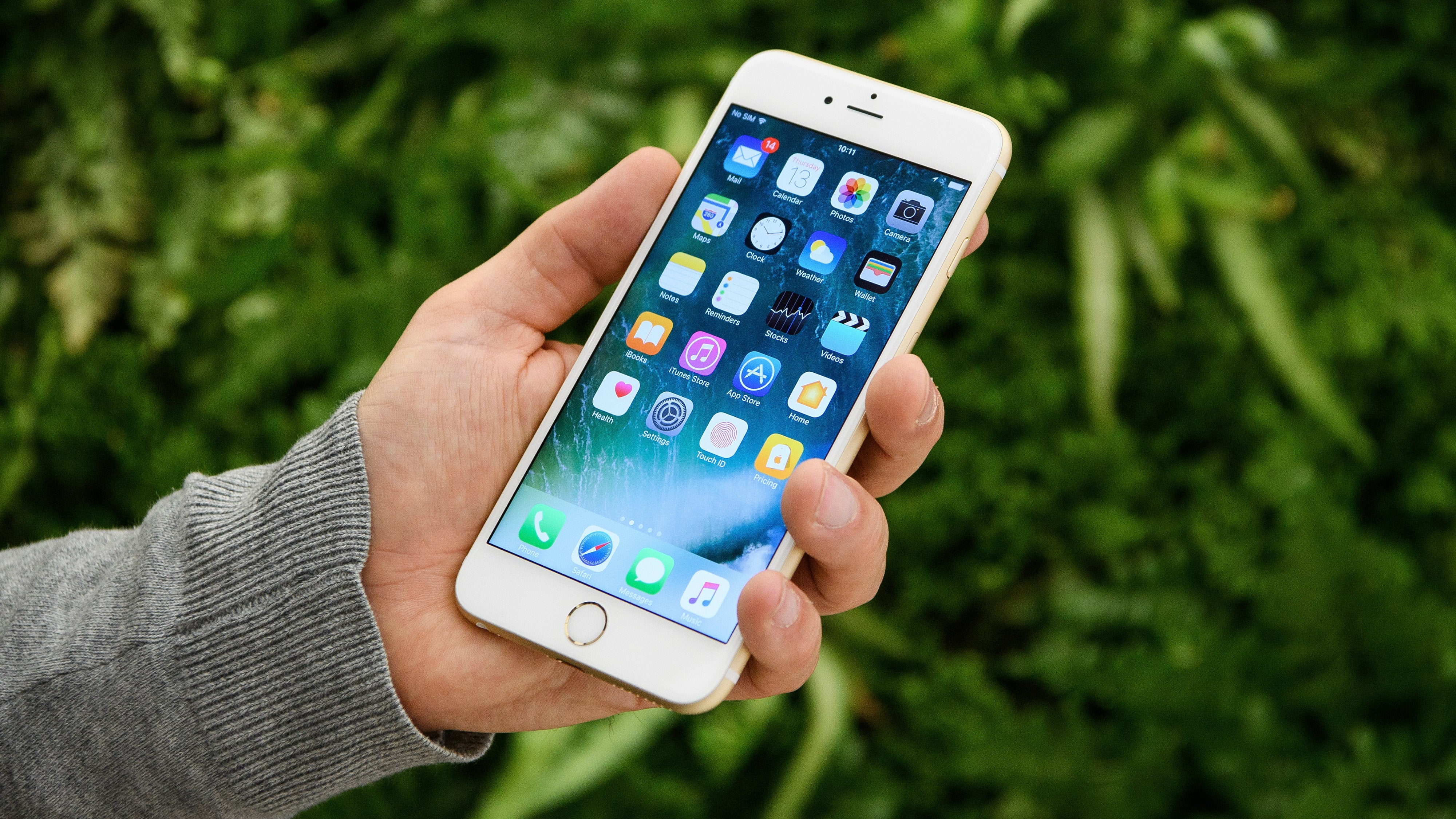 iPhone Bug Can Force Phones To Repeatedly Call 911