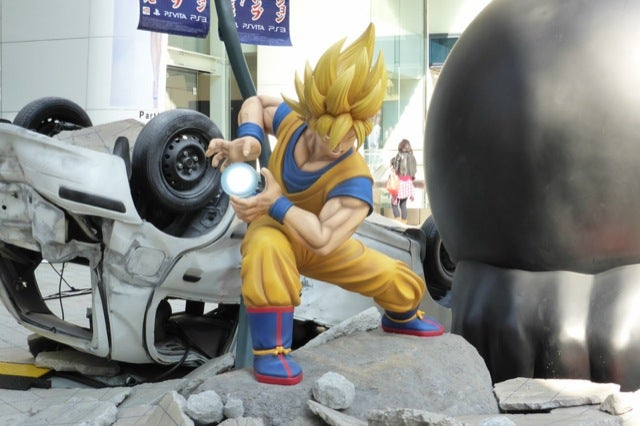 One Piece and Dragon Ball Destroy Tokyo Street